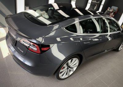 Tesla Aufbereitung